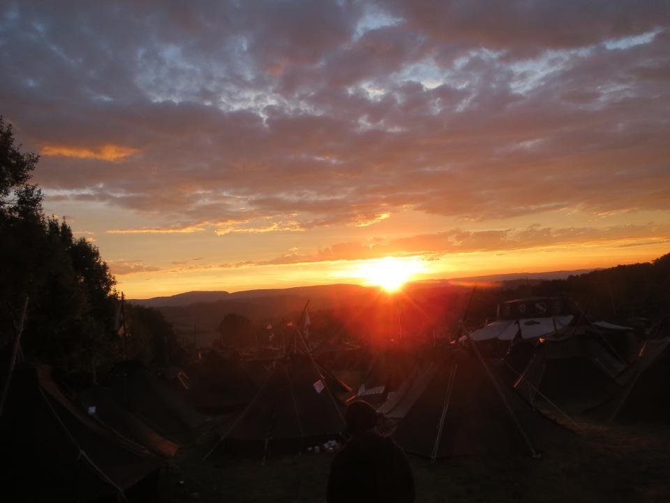 Sonnenaufgang über dem Zentrum Christlicher Bünde